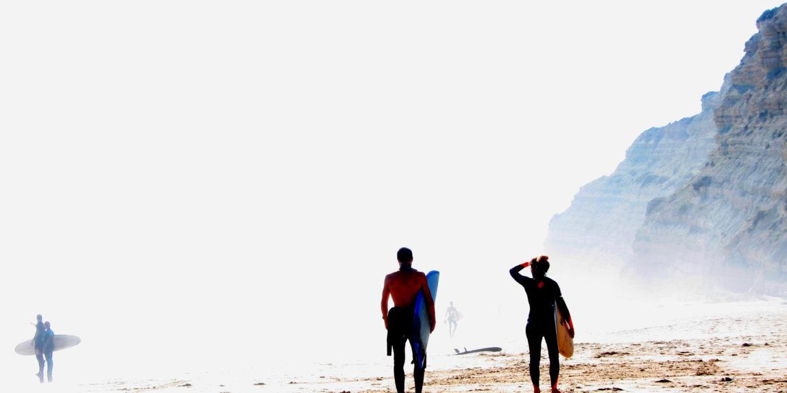Surfer am Rocha Negra